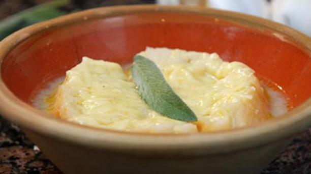 Billede af aîgo bouido, en god hvidløgssuppe