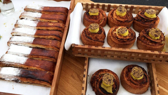 Wienerbrød med ananascreme og kokosremonce