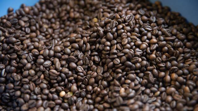 Kaffebønner bruges i denne dessert