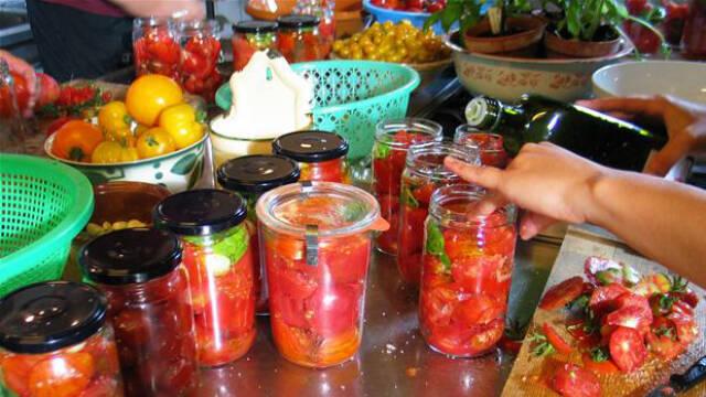 Henkogte tomater/syltet tomatsauce i patentglas