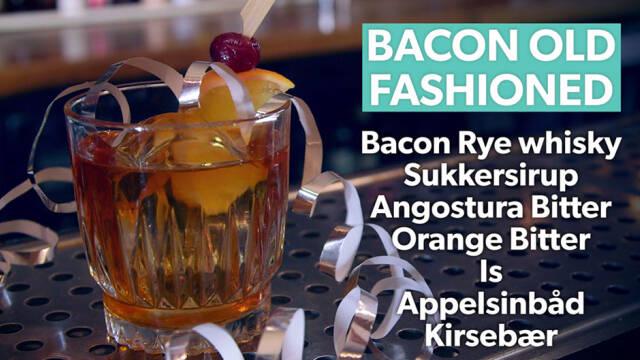 Drink i lav glas med pynt af appelsinskive og guirlande
