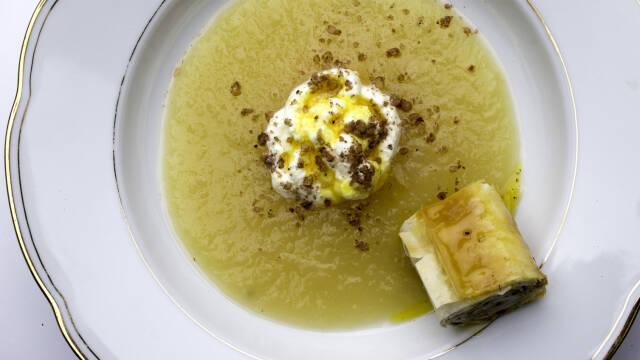 Dessertsuppe med filorulle
