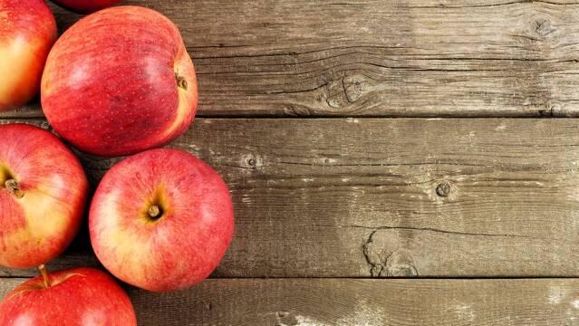 Røde æbler til æbletærte