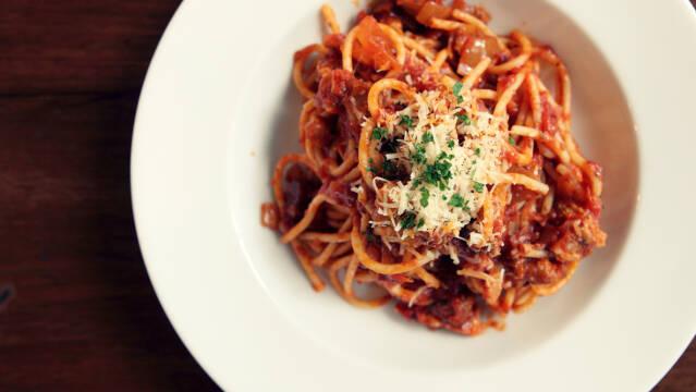 Spaghetti med kødsovs.