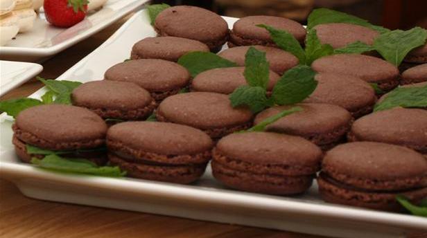 Mørk macaroons med chokolade