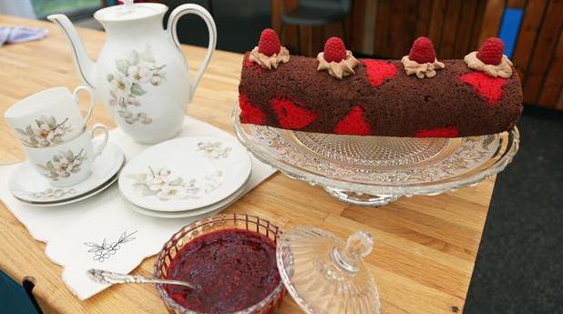 Hjerteroulade med chokoladebund og hindbær