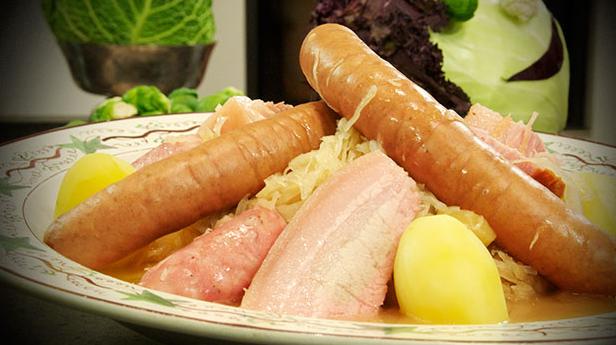 Billede af Choucroute garnie - surkål med pølser, flæsk og hamburgerryg