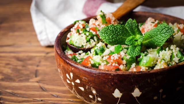 Couscous-salat med grønt og krydderurter