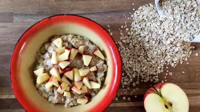 Sund, hurtig og nem havregrød med æble