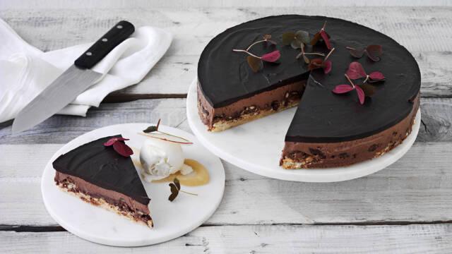 Chokoladekage med skyris og æble