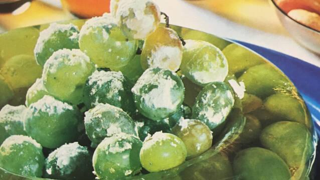 Druer i gele drysset med flormelis