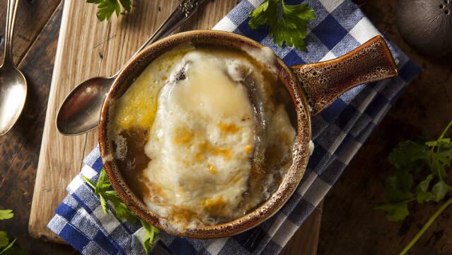 Engelsk løgsuppe med ostebrød