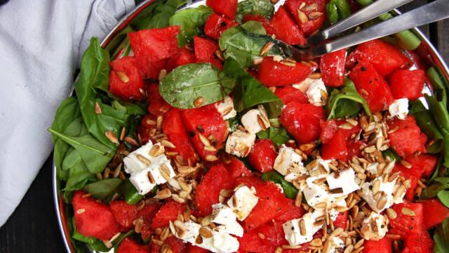 Verdens nemmeste sommersalat med spinat og vandmelon