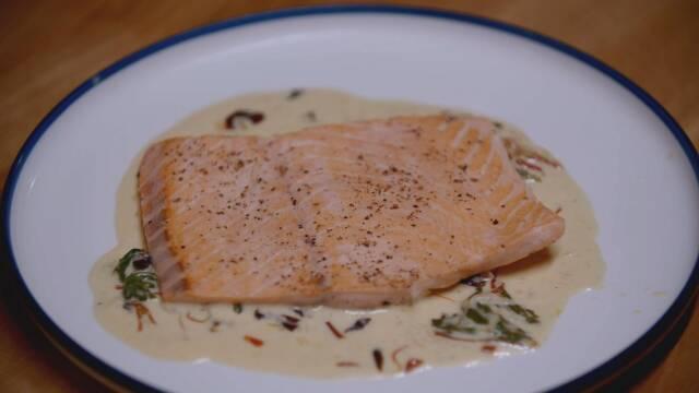 stegt fisk på tallerken