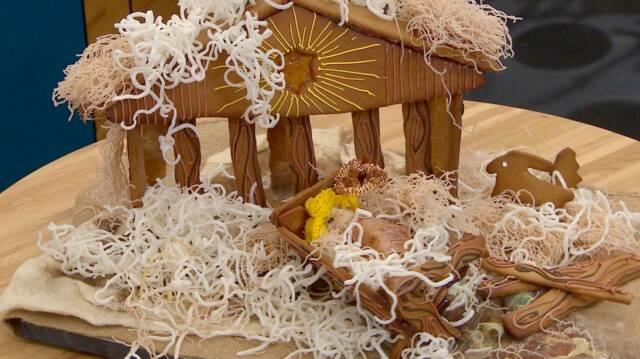 Kagehus lavet som et flot krybbespil til jul