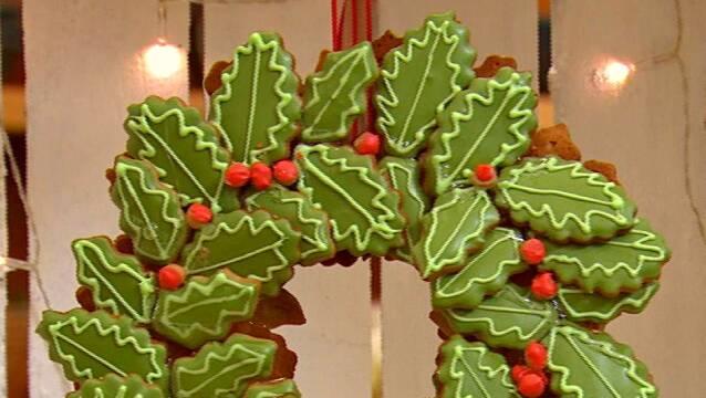 Flot og spiselig julekrans bagt af peberkager