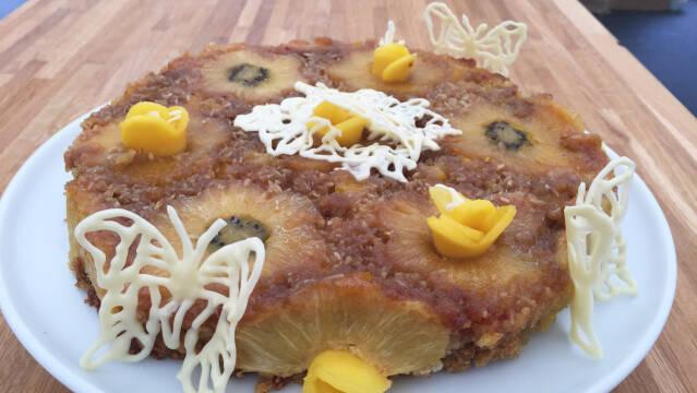 Kage med ananasringe