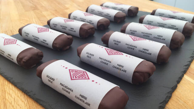 chokoladebarer på fad