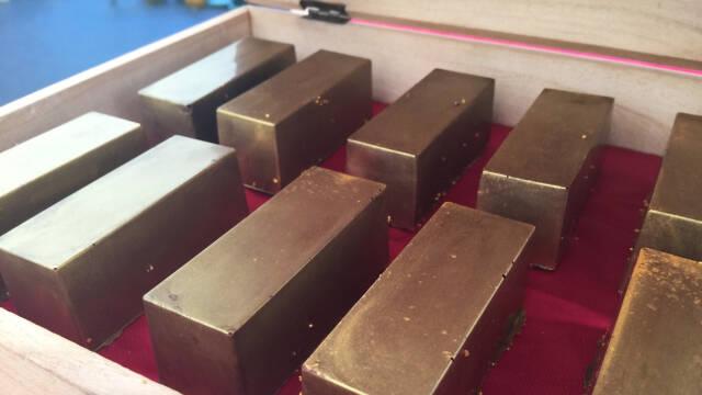 Chokoladeguldbarer i æske