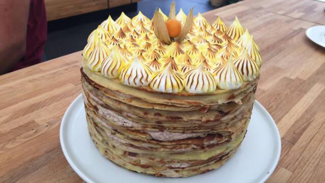kage lavet af pandekager