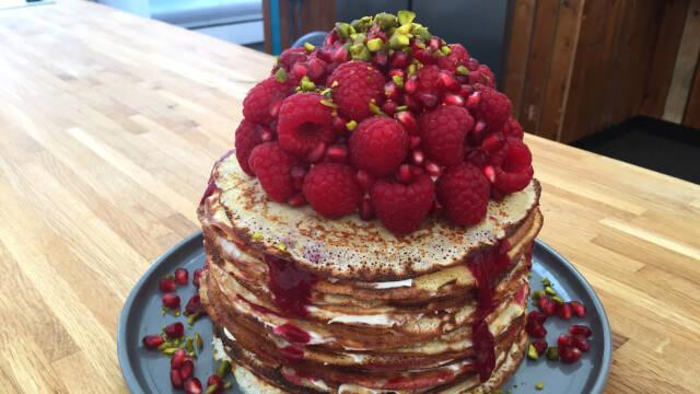 Pandekage-kage med bær