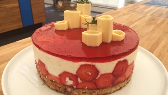 Kage med jordbær og honning