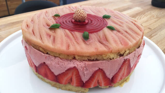 kage med jordbær