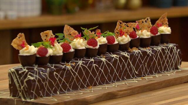 Smuk konfektstang med chokolade og friske bær