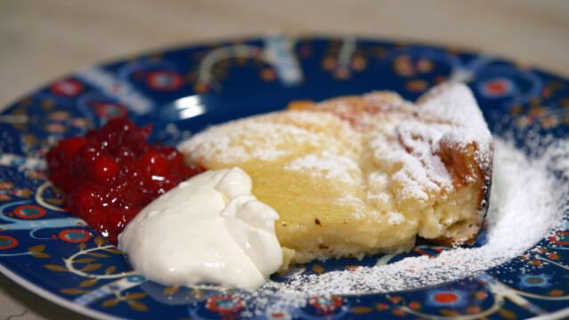 Pandekage med kompot og creme fraiche