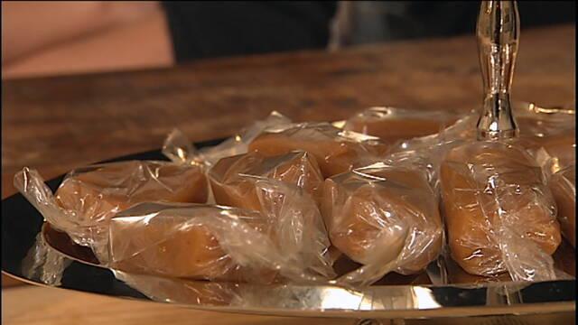 Billede af skønne flødekarameller pakket i cellofan