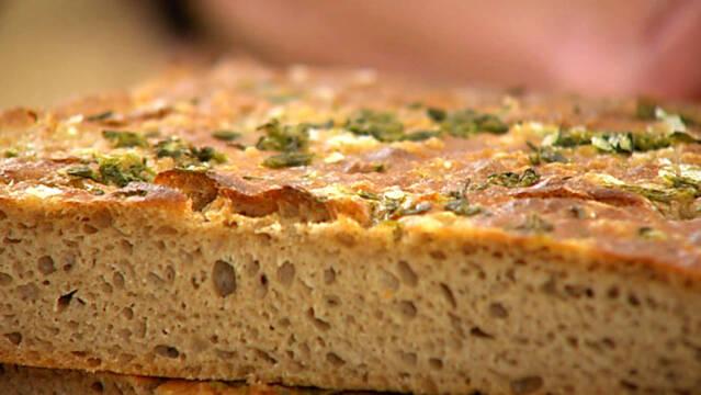 foccaciabrød med groft salt og krydderurter