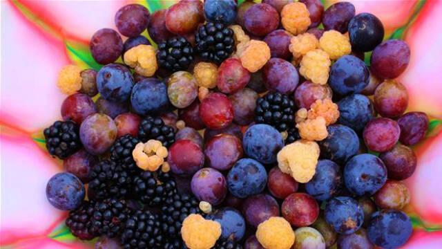 Billede af friske bær, der kan laves til frugtlæder