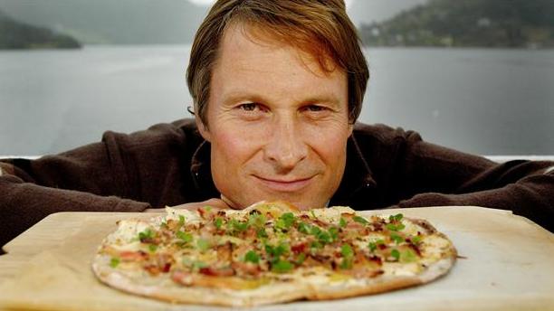 """Billede af fuldkorns æble """"pizza"""" med skovsyre"""