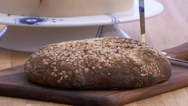 Glutenfrit surdejsbrød med havre