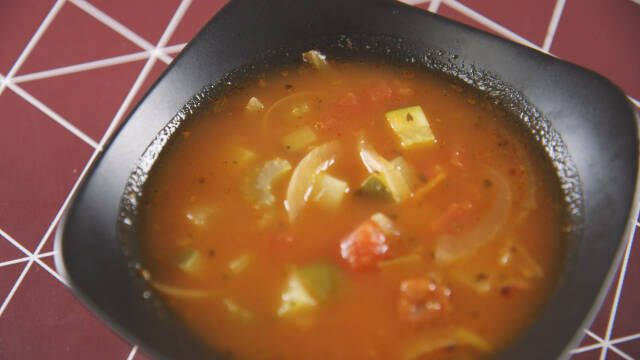 Grøntsagssuppe i skål