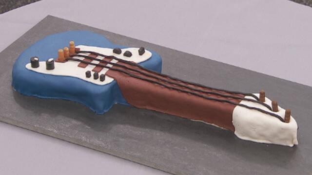 Kage formet som en guitar