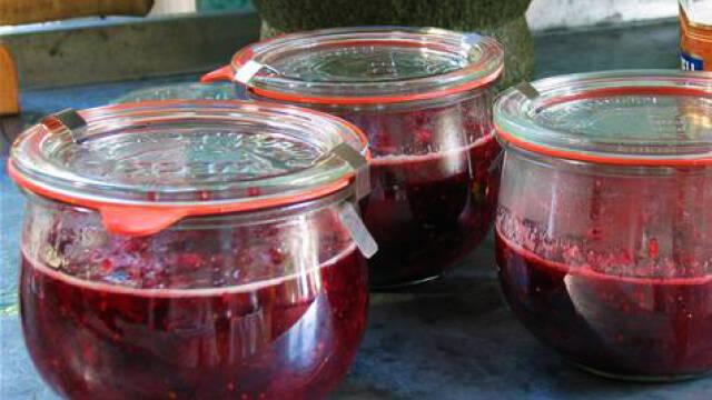 hindbærsyltetøj i patentglas