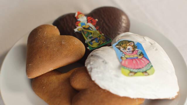 Billede af honningkager fra Christiansfeld med glasur og glansbilleder
