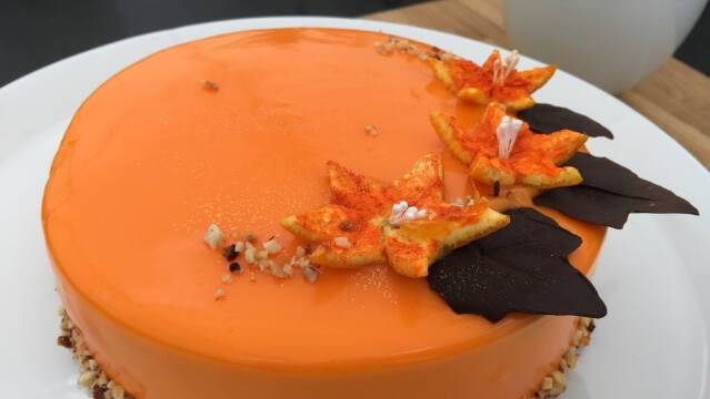 Billede af kage med passionsmousse og appelsinglaze