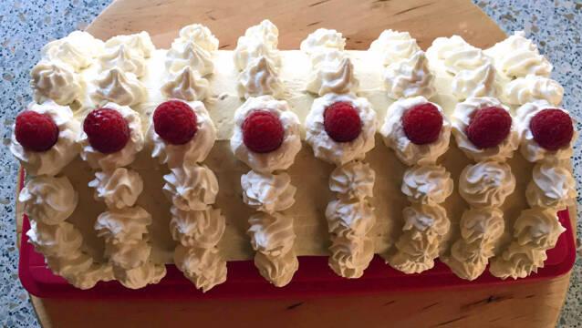 Billede af roulade med mascarponecreme og hindbær