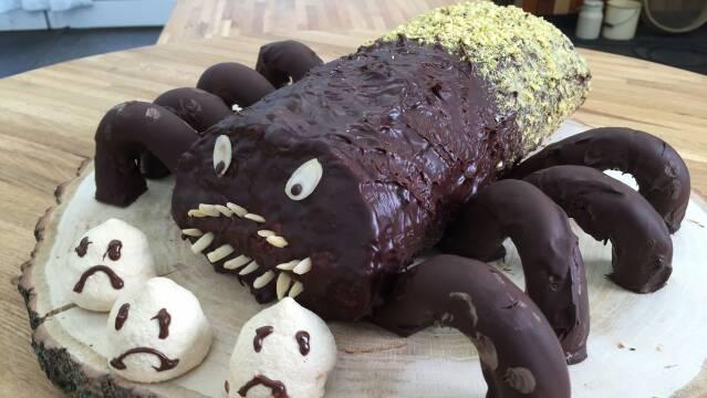 Billede af lækker halloweenkage formet som en edderkop