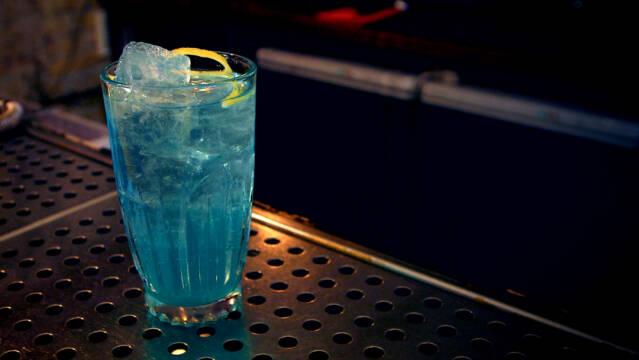 isbjørn drink i glas