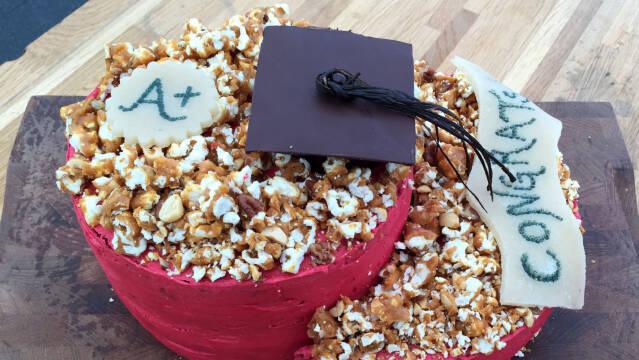 Red velvet kage med pecankrokant