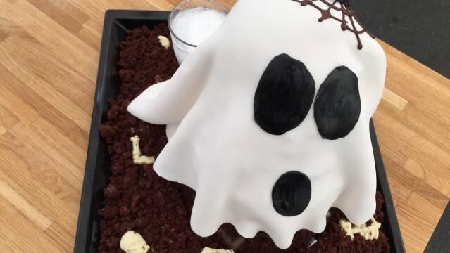 Billede af halloweenkage der ligner et spøgelse