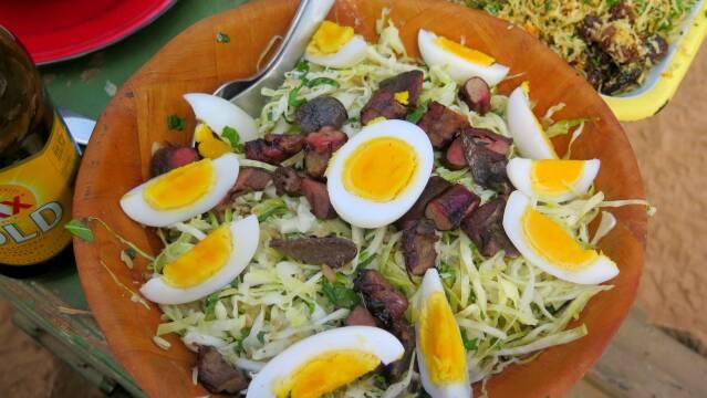 Billede af sprød kålsalat med kænguruhjerte og -lever.