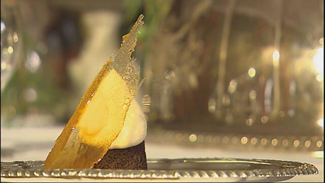 Billede af karameldrømme - kakaobunde med flødecreme og klar karamel.