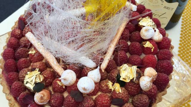 Tærte med mazarin, hindbær og sprød tærtebund