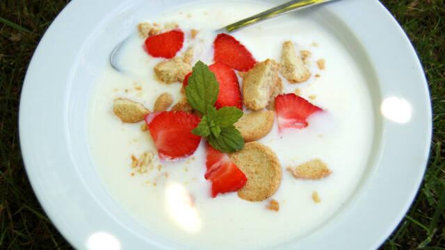 Koldskål med vanilje og kærnemælk