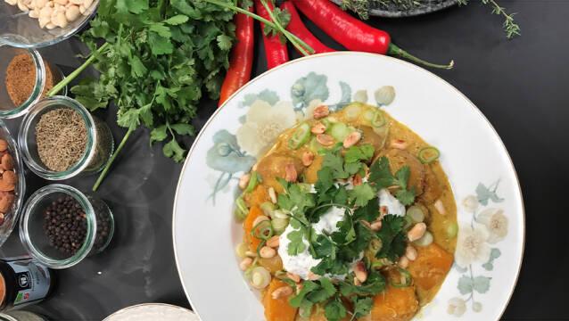 Klimavenlig curry med urter og grøntsager