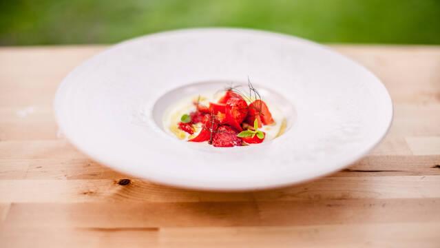 Koldskål med jordbær.